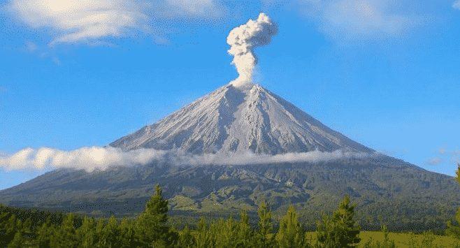gambar gunung semeru